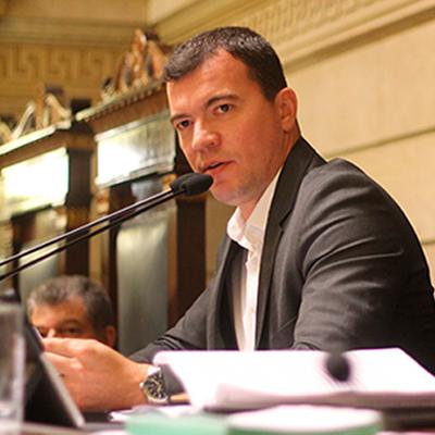 Presidindo audiência pública da Comissão Especial do LED